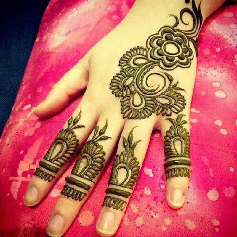 Simple but stylish mehndi tattoos