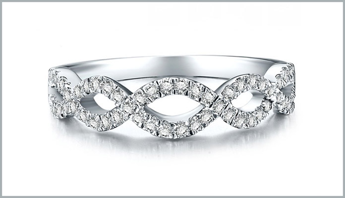 Shimmering Diamond Solitaire Ring in White Gold