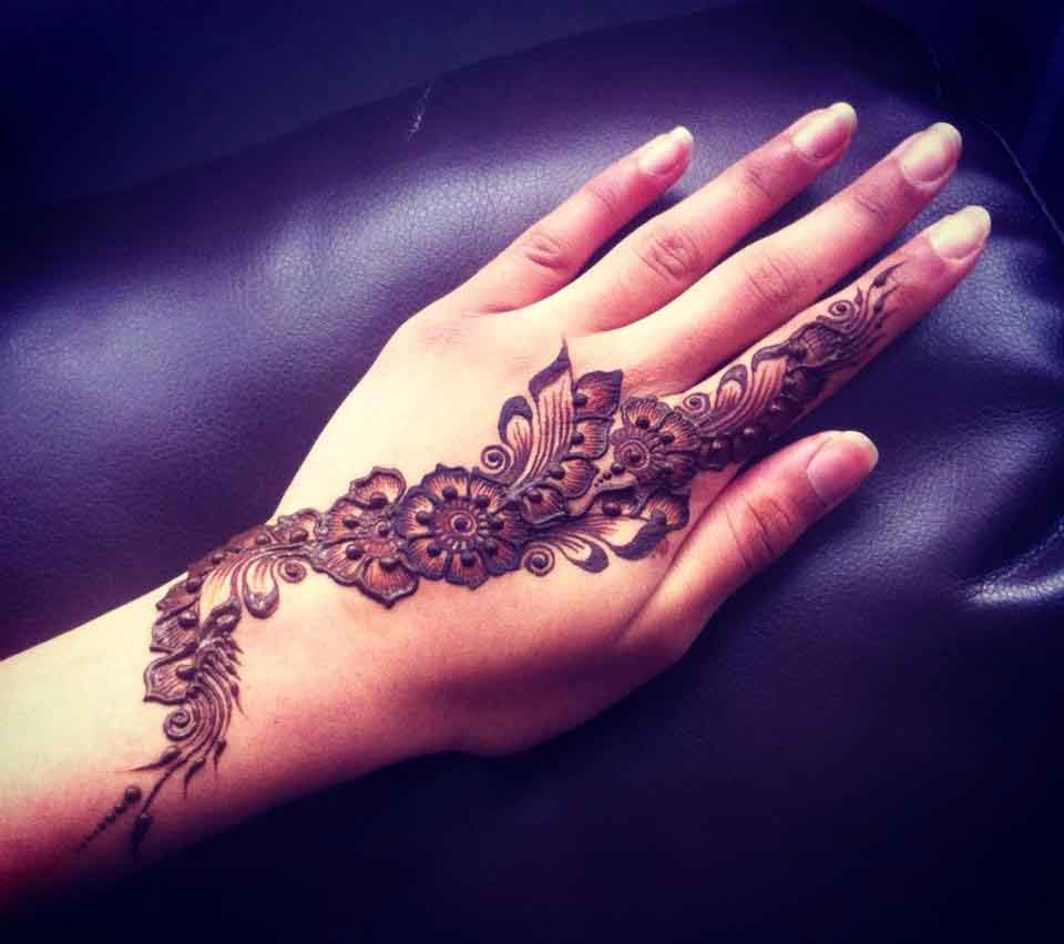 The best mehndi designs for hands livinghours - Creeping Vine Mehndi Designs