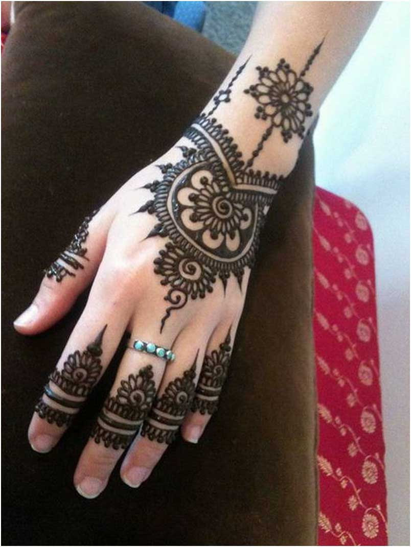 The best mehndi designs for hands livinghours - The Style Of Mehndi In Arabic Designs Allows The Design Enough Breathing Space Making It A Viable Option For Nice Quiet Impression To Downplay It At