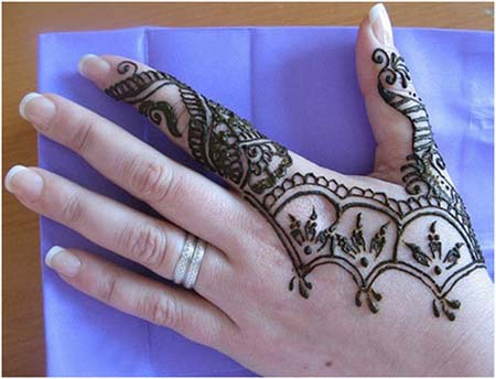 f43720643 It might look complex, but this is an easy mehndi design, drawing attention  to hands. Consisting of dots, loops, circles and paisley patterns, ...