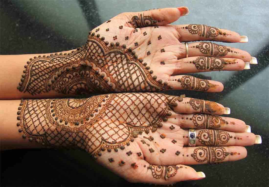 The best mehndi designs for hands livinghours - Owing To Their Symmetry Mirror Patterns Are One Of The Most Popular Mehndi Design For Hands Those Who Want To Keep Things Traditional And Sophisticated Go