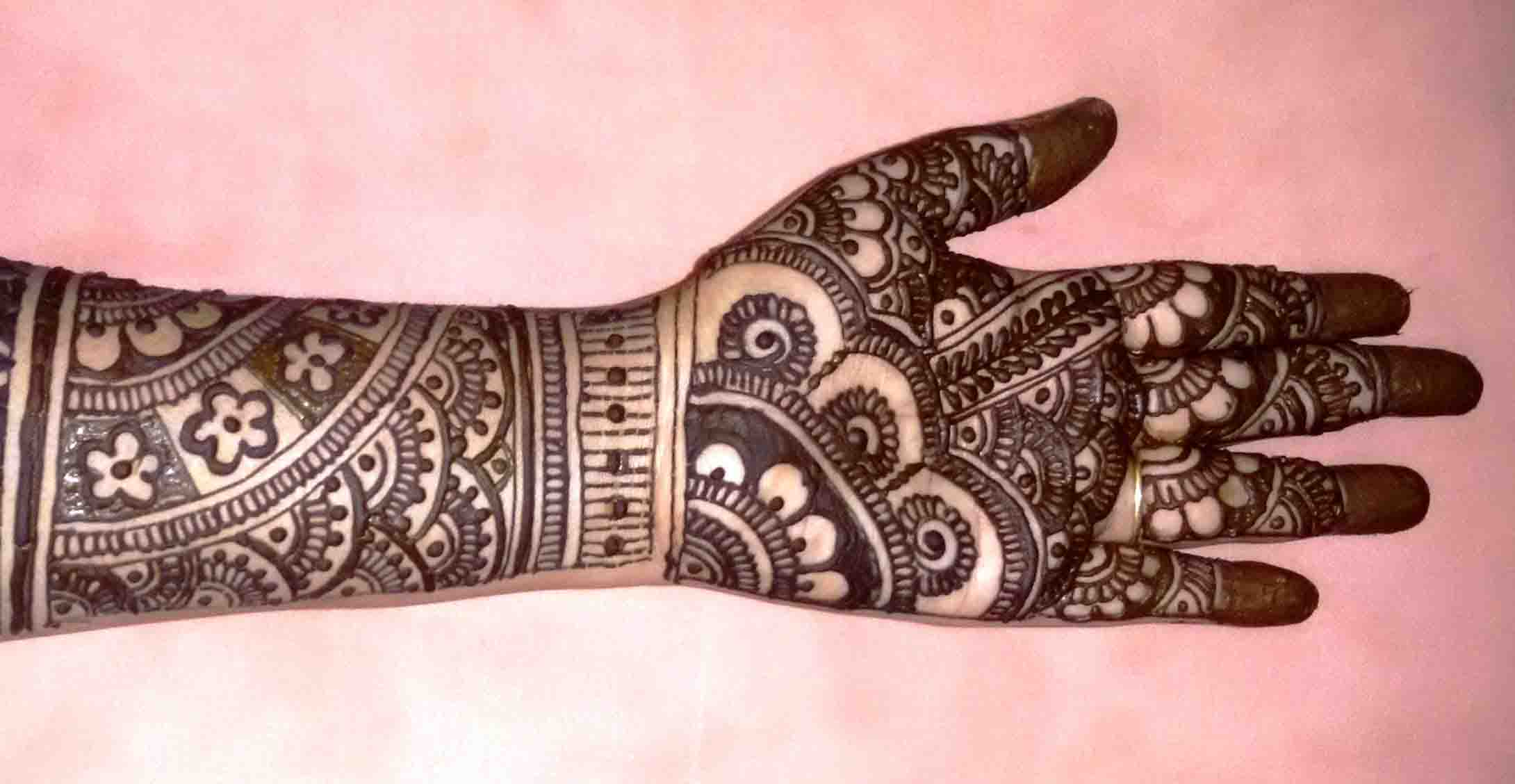 The best mehndi designs for hands livinghours - Arches Semi Circles