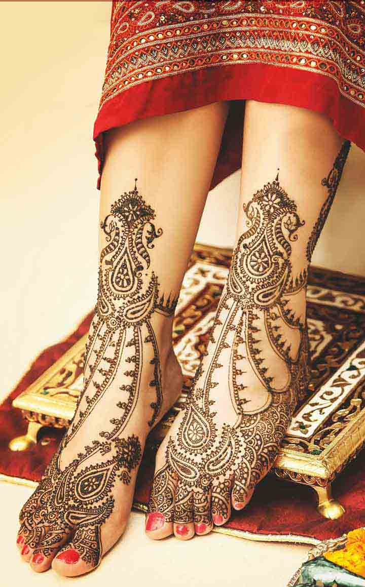 Beautiful Foot Mehndi Design with Paisley Print