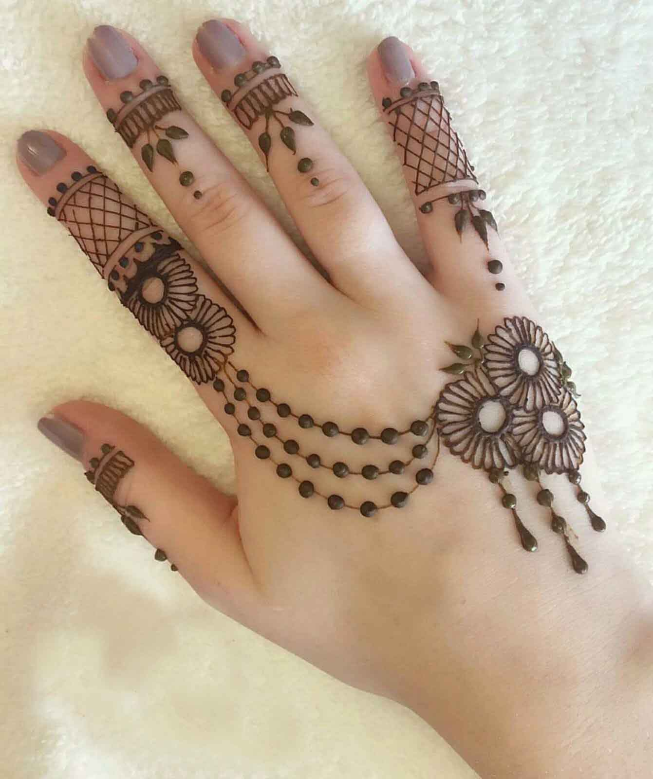 9b00f3513 58 Simple Mehndi Designs that are Awesome & Super Easy to Try Now