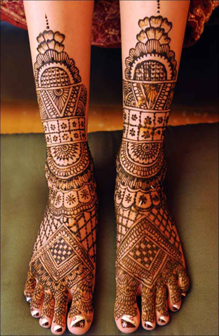 The best mehndi designs for hands livinghours - Combination Of Geometric Traditional Henna