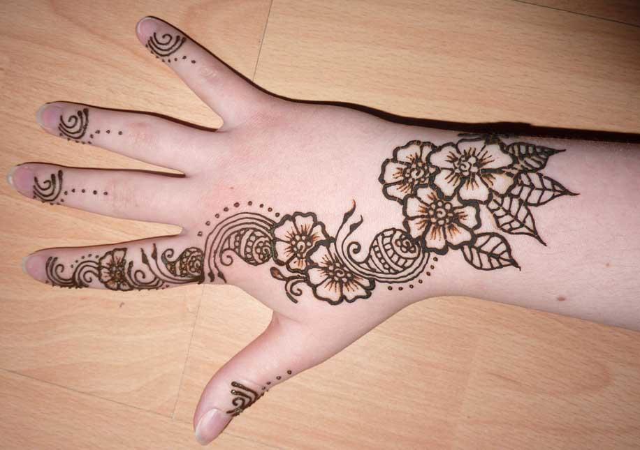 Top 25 Best Simple Mehndi Designs That You Can Try By