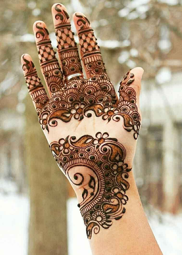 The best mehndi designs for hands livinghours - Gorgeous Mehndi Design Covering Palm Wrist