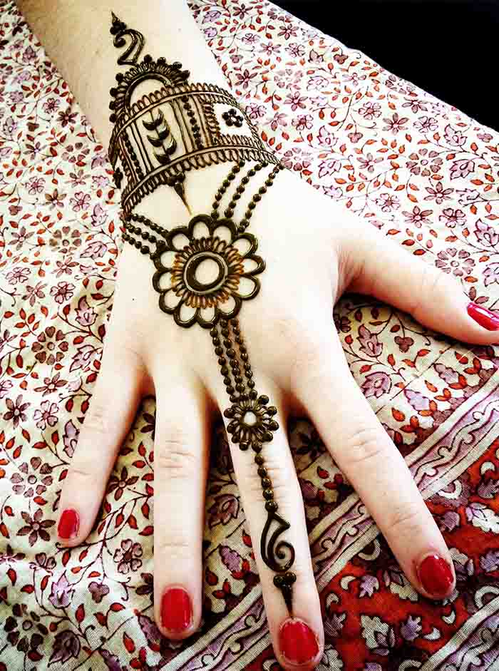 Hand Jewelry Design This simple mehndi. 58 Simple Mehndi Designs that are Awesome   Super Easy to Try Now