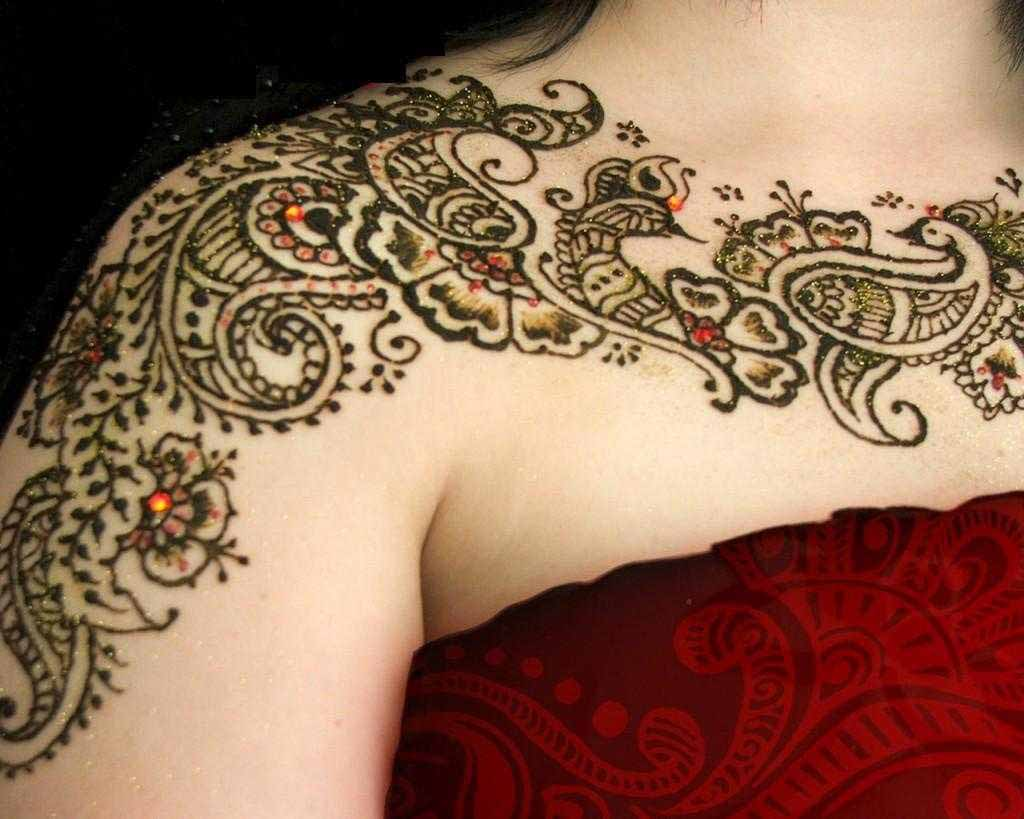 Henna with a Tattoo Look