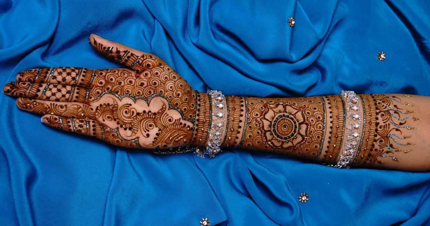 The best mehndi designs for hands livinghours - Interesting Swirls Lines Pattern