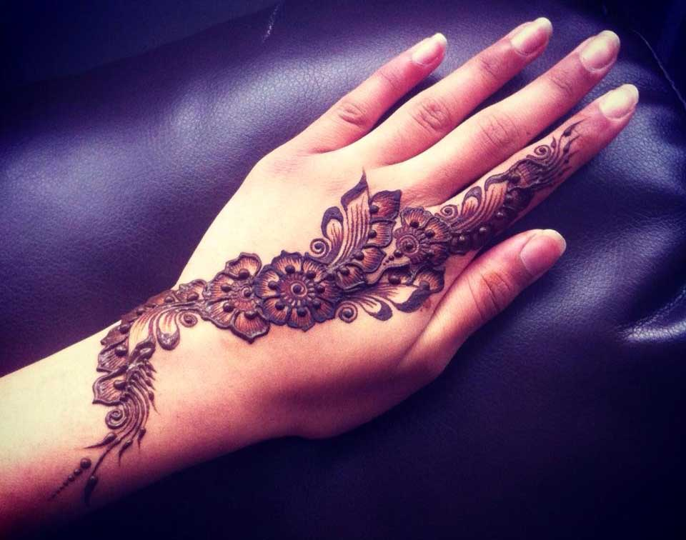 Intricate Arabic Henna Pattern