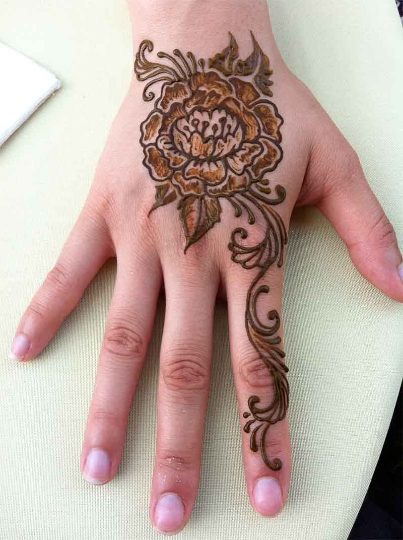 The best mehndi designs for hands livinghours - Traced In The Shape Of A Flower This Backhand Simple Mehndi Design Has Been Shaded For Adding Depth To It The Big Floral Structure Is Used As A Base Here