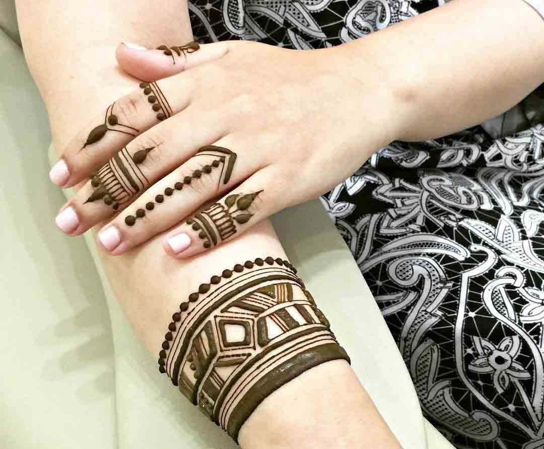 The best mehndi designs for hands livinghours - Superb Geometrical Henna Pattern