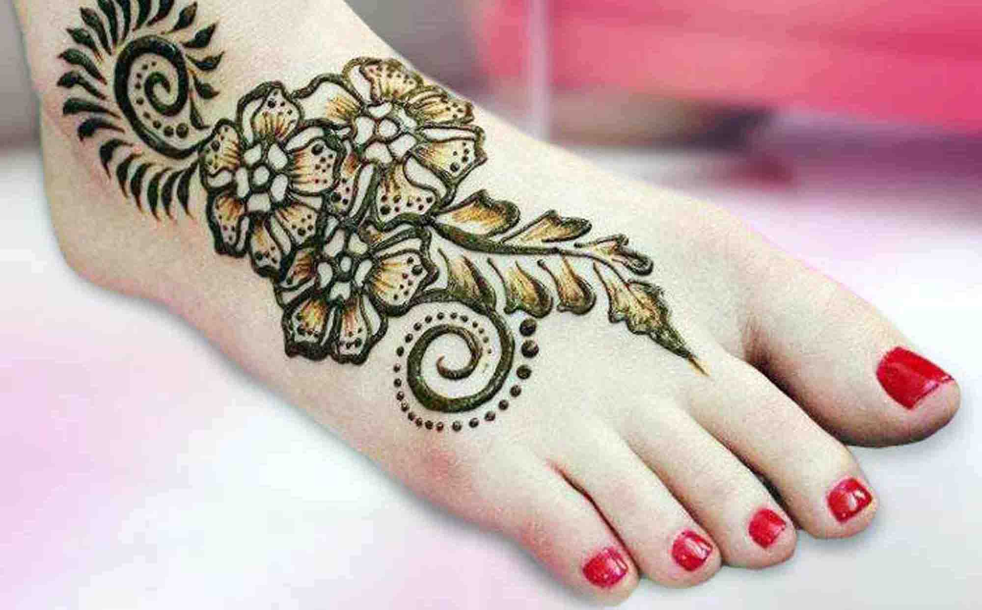 The best mehndi designs for hands livinghours - The Flower Trio