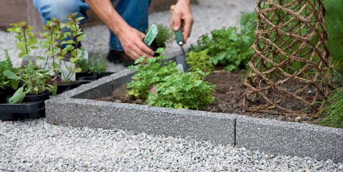 7 Excellent Cost Effective Garden Edging Ideas | LivingHours
