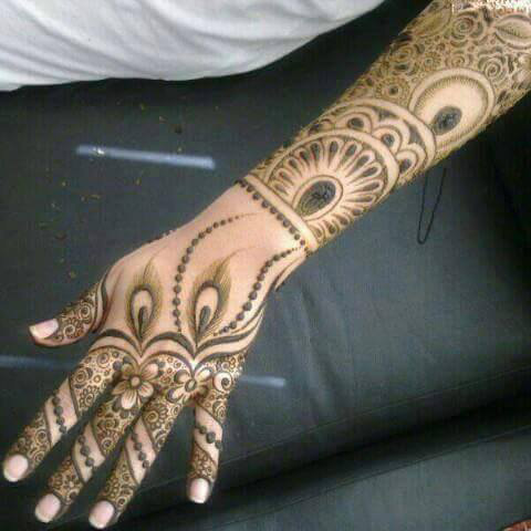 8 Awesome Krishna Mehndi Designs For Janmashtami 2016