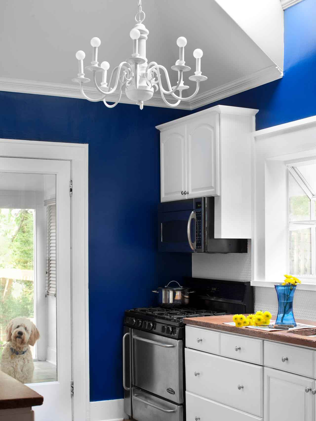 Inspiring Blue Kitchen Ideas To Renovate Your Kitchen | LivingHours