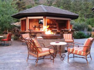outdoor-kitchen-cum-bar-idea