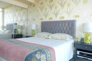 soft-floral-wallpaper-for-bedroom