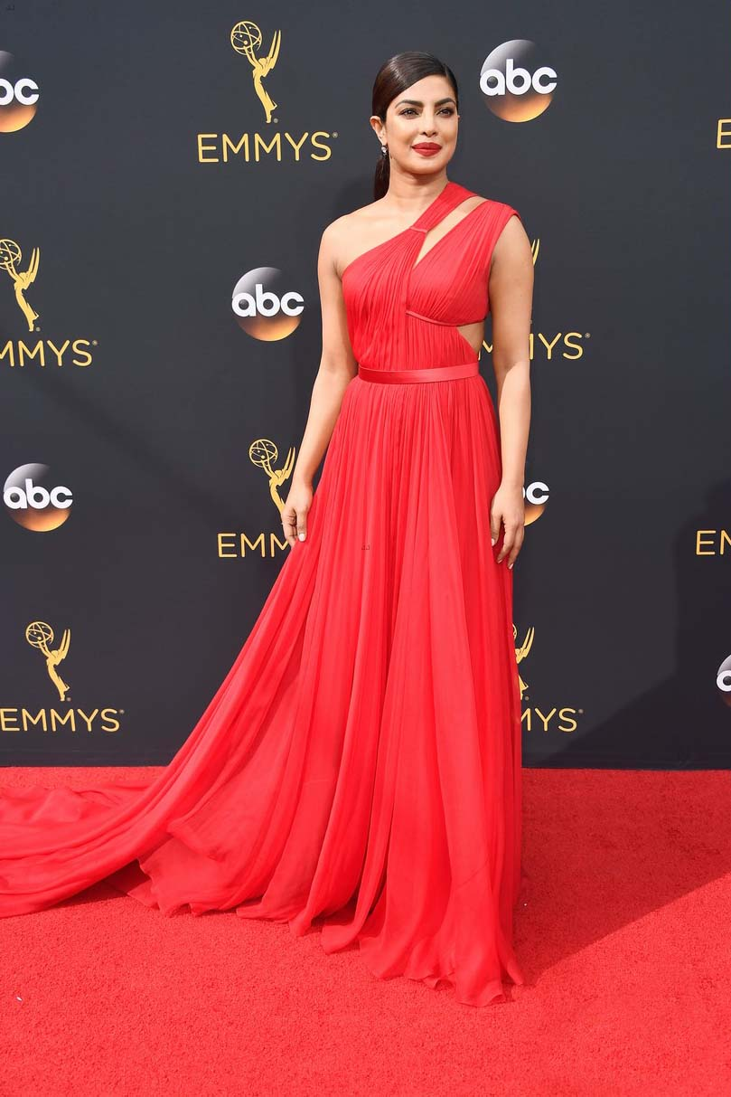 priyanka-chopra-emmy-awards-in-red-dress