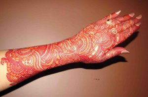 beautiful-backhand-mehndi