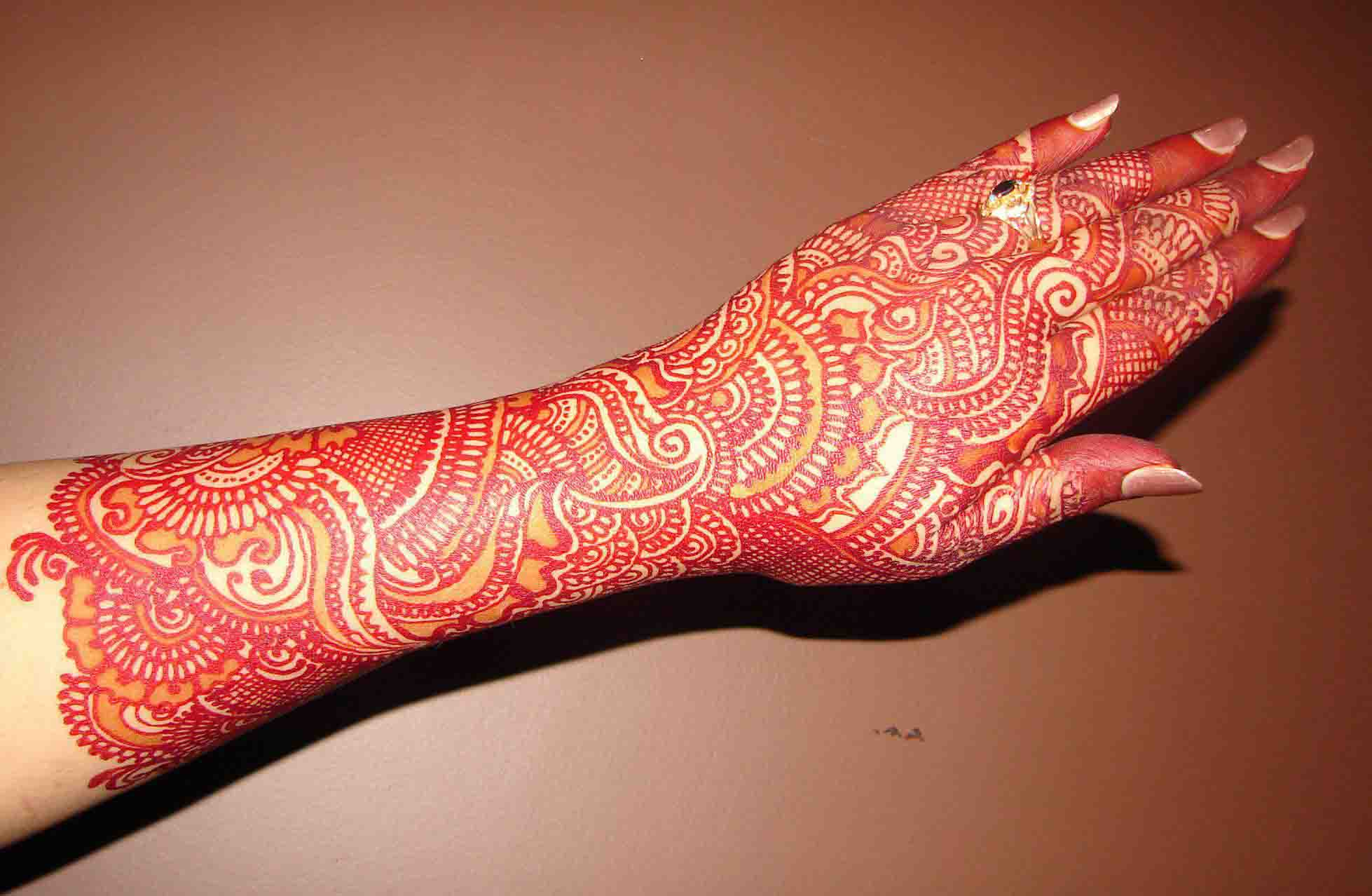 The best mehndi designs for hands livinghours - Beautiful Backhand Mehndi