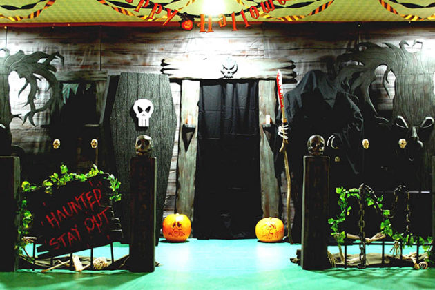 haunted-house-decorations-05