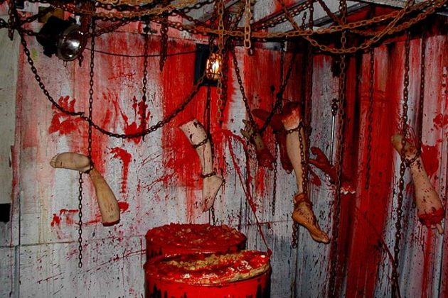 haunted-house-decorations-06