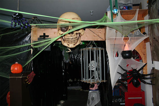 haunted-house-decorations-07