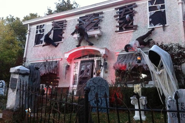 haunted-house-decorations-08