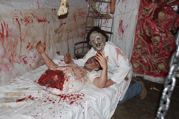 haunted-house-decorations-10