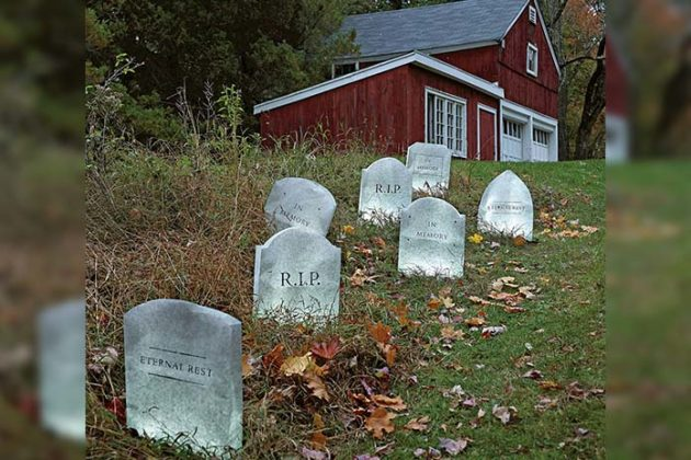 outdoor-halloween-decorations-03