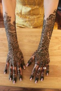 stunning-mehndi-for-karva-choth