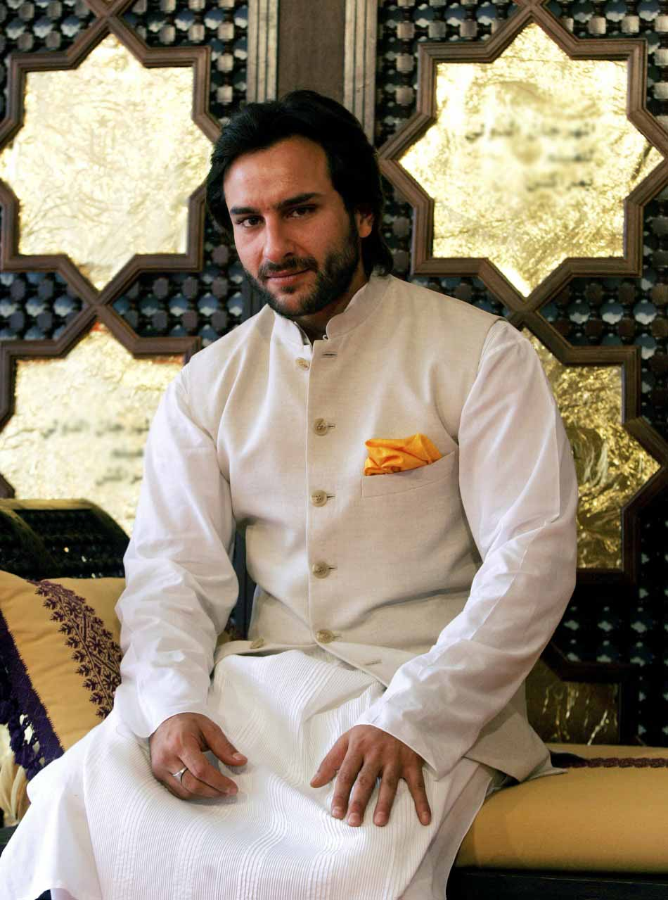 style-like-a-nawab-with-white-sherwani