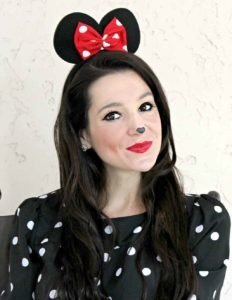 sweet-minnie-mouse-halloween-makeup