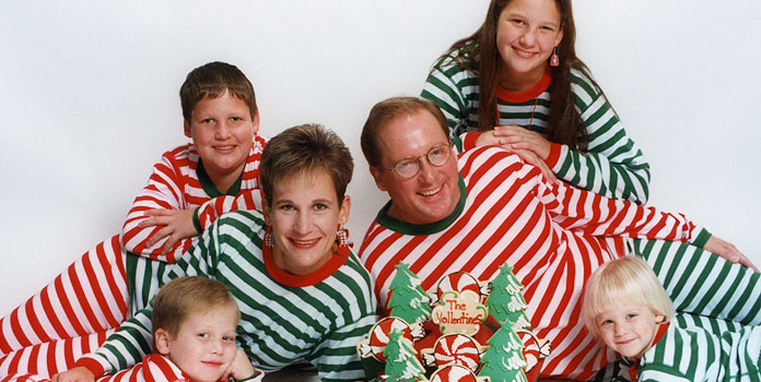 all-family-members-wear-same-ugly-christmas-sweaters