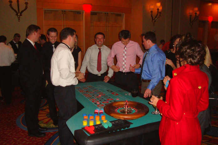 casino-night-party-at-home-on-new-years-eve