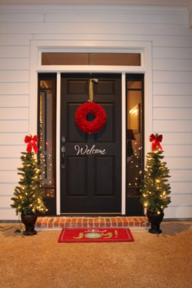 cheap-christmas-decoration-door-04