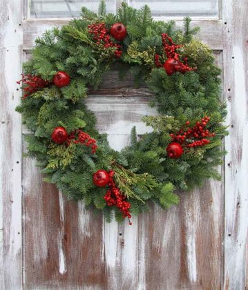 christmas-door-decoration-with-wearth