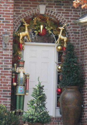 christmas-door-decorations-11
