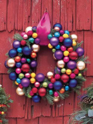christmas-door-decorations-with-balls-09