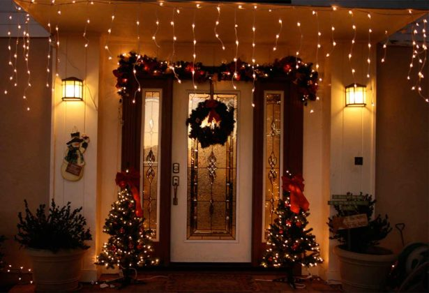 christmas-door-decorations-with-lights