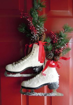 christmas-door-decorations-with-shoes-12