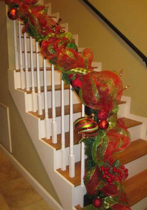 christmas-stair-decoration-04