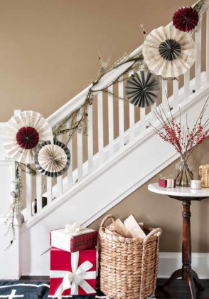 christmas-stair-decoration-08