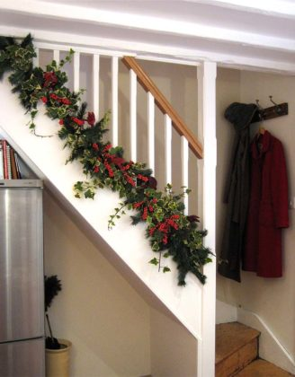 christmas-stair-decorations-02