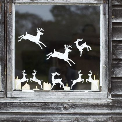 christmas-window-decoration-with-reindeers