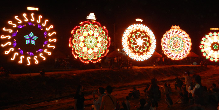 giant-lantern-festival-in-philippines