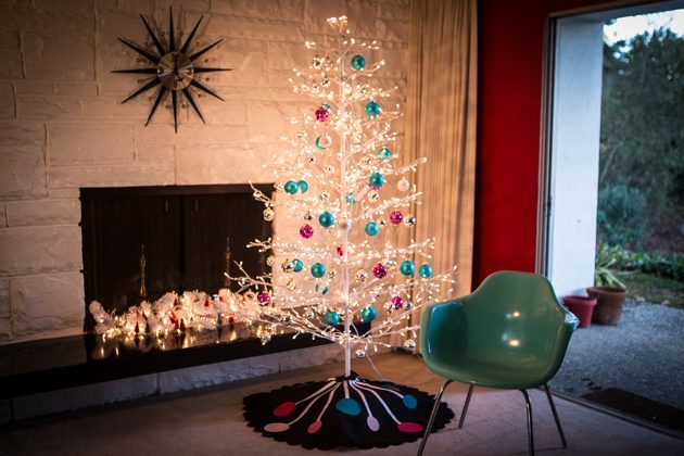 modern-christmas-decoration-with-tree-01